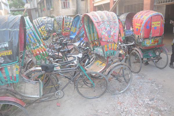 চট্টগ্রাম সিটি মেয়র উপমহাদেশে অবৈতনিক শিক্ষার প্রবক্তা নুর আহম্মদ  চেয়ারম্যানের কবর জেয়ারত ও শ্রদ্ধা নিবেদন করেন