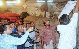 পেঁয়াজের বাজারে চট্টগ্রাম জেলা প্রশাসনের অভিযান