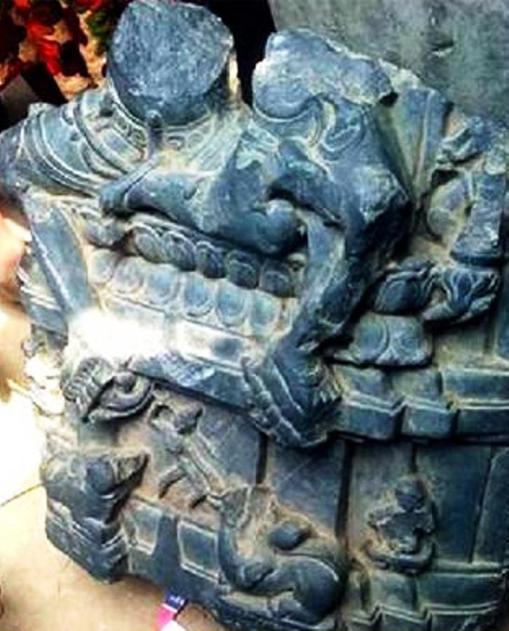 পুকুরে মিললো প্রাচীন কষ্টি পাথরের মূর্তির অংশ
