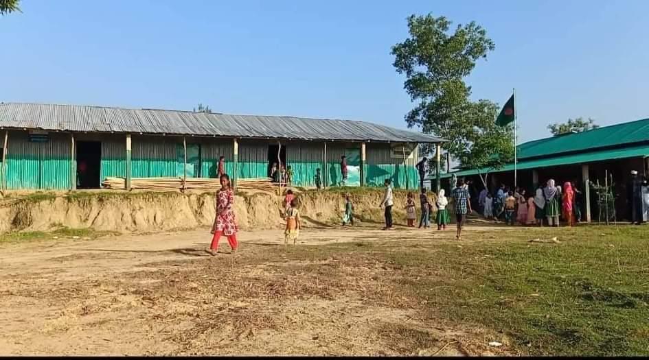 দুর্গম পাহাড়ে শিক্ষার আলো ছড়াচ্ছে লামার ধুইল্যাপাড়া প্রাথমিক বিদ্যালয়