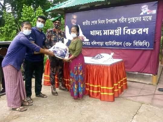 বলিপাড়াতে বিজিবি খাদ্য সহায়তা প্রদান